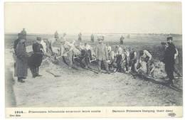 Cpa Guerre 14/18 - Prisonniers Allemands Enterrant Leurs Morts ( Eld ) - Guerre 1914-18