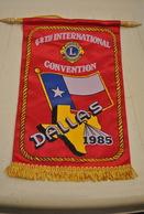 Rare Fanion Lion's Club France 65 Eme Convention Internationale à Dallas 1985 - Organizations