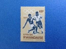 1964 RWANDA REPUBLIQUE RWANDAISE OLIMPIADI TOKYO SPORT CALCIO 40 C FRANCOBOLLO NUOVO STAMP NEW MNH** - 1962-69: Nuovi