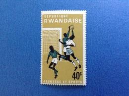 1966 RWANDA REPUBLIQUE RWANDAISE SPORT CALCIO 40 C FRANCOBOLLO NUOVO STAMP NEW MNH** - Rwanda