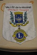Rare Fanion Lion's Club Vallée De La Marne Château Thierry - Organisations