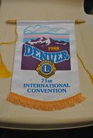 Rare Fanion Lion's Club Denver 1988  71ème Convention Internationale - Organizaciones