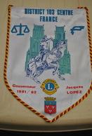 Rare Fanion Lion's Club Gouverneur Jacques Lopez  1981-1982 - Organisations
