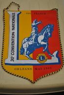 Rare Fanion Lion's Club 30 Eme Convention Nationale Orléans Mai 1981 - Organizations