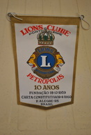 Rare Fanion Lion's Club Pétropolis 10 Eme Année Brésil - Organizations