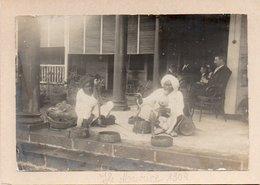 82Ve  Grande Photo Cartonnée Ile Maurice En 1904 Charmeurs De Serpents Indiens - Maurice