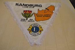 Rare Fanion Lion's Club Randburg Afrique Du Sud - Organizations