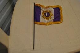 Rare Fanion Lion's Club Petit Drapeau - Organisations