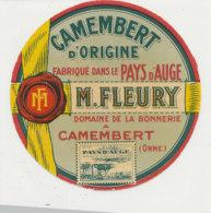T 409  -/ ETIQUETTE DE FROMAGE  CAMEMBERT   M. FLEURY  A CAMEMBERT DOMAINE DE LA BONNERIE  (ORNE) - Kaas