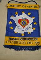 Rare Fanion Lion's Club Gouverneur 1988-1989 Francis Gourrouyan  Berry - Organizaciones