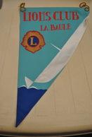 Rare Fanion Lion's Club Paris La Baule - Organisations