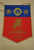 Rare Fanion Lion's Club Lyon Bellecour - Organizations