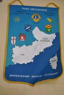 Rare Fanion Lion's Club Gouverneur André Aboukhalil 1996-1997 District Corse-Côte D'Azur - Organizations