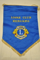 Rare Fanion Lion's Club Bergame Italie - Organisations