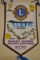 Rare Fanion Lion's Club Gouverneur Danny Barry 1972-1973 Lac Victoria Rhodésie - Organisations