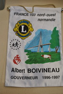 Rare Fanion Lion's Club Albert Boivineau  Gouverneur 1996-1997 Normandie - Organisations