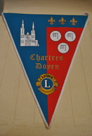 Rare Fanion Lion's Club Chartres Doyen - Organisations