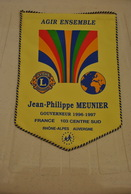 Rare Fanion Lion's Club Gouverneur Jean-philippe Meunier 1996-1997 Rhône-Alpes Auvergne - Organisations