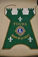 Rare Fanion Lion's Club Tours Jardin De La France - Organisations