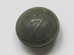 Ancien Bouton Militaire - Bombé -  N° 7   **** EN ACHAT IMMEDIAT **** - Buttons
