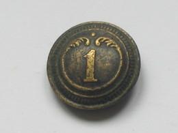 Ancien Bouton Militaire - Bombé -  N° 1   **** EN ACHAT IMMEDIAT **** - Buttons