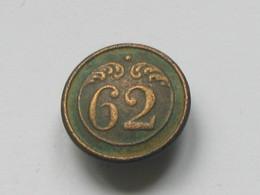 Ancien Bouton Militaire - PLAT -  N° 62   **** EN ACHAT IMMEDIAT **** - Boutons