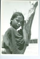 CP Niger Jeune Fille Touareg à Tchirozérine Vers 1980 Photo Vivant Univers PP. Blancs - Niger