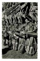 Mission De Papouasie - Danseurs Battant Du Tambour Et Chantant (folklore) Pas Circulé - Papouasie-Nouvelle-Guinée