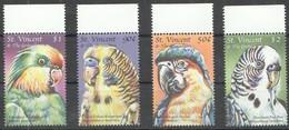 C322 ST.VINCENT FAUNA BIRDS PARROTS MACAWS 1SET MNH - Parrots