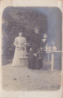 CARTE  Photo Ancienne,  Jeu De Criquet CRICKET - FEMMES ET UN ENFANT TENANT UNE CROSSE BOULES AU SOL - Cricket