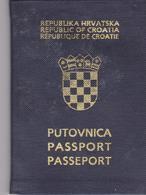 CROATIA  --  PASSPORT  -  I.. MODEL  /  1994   /    LADY PHOTO - Historische Dokumente