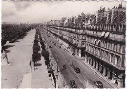 Paris: PEUGEOT 401 TAXI LONGUE, RENAULT OLDTIMER VOITURES - Rue De Rivoli Et Jardin Des Tuileries - Toerisme