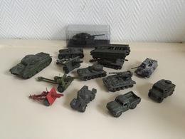 Lot Véhicules Militaires - Jouets Anciens