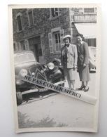 Citroen Traction à Ouroux 69 Rhone Devant Hotel Desperrier Grande Rue Femme Pose Photo Originale Cliché Amateur - Auto's