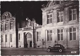 Paris: RENAULT JUVAQUATRE '39 - Hotel De Sully, 62 Rue Saint-Antoine - Toerisme