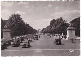 Paris: CITROËN TRACTION AVANT, RENAULT PRIMASTELLA, CAMION, SIMCA 8 - Avenue Des Champs-Elysées - Toerisme