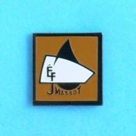 1 PIN'S //   ** ÉF JMASSOT ** - Badges