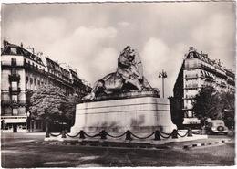 Paris: CITROËN TRACTION AVANT - Le Lion De Belfort - Place Denfert Rochereau - Toerisme