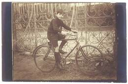 Cpa Carte-photo Garçon Sur Son Vélo, Vers 1910  (CPH) - Autres