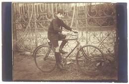 Cpa Carte-photo Garçon Sur Son Vélo, Vers 1910  (CPH) - Altri