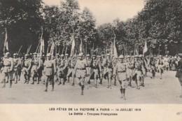 * MILITARIA ***   PARIS  Les Fêtes De La Victoire Le Défilé Les Troupes Françaises     Neuve TTB - Manoeuvres