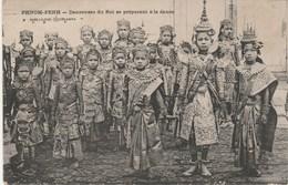 CAMBODGE   CPA  PHNOM-PENH - DANSEUSES DU ROI . - Cambodia