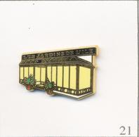 """Pin's Divers - Restaurant ??? / """"Les Jardins De L'Ile"""". Estampillé Métal Décor. Zamac. T641-21 - Food"""