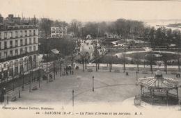 La Place D'Armes Et Les Jardins - Bayonne