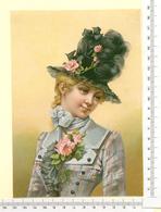 CHROMO LITHO..GRAND FORMAT...H 18.5 Cm  FEMME AU CHAPEAU FLEURI DE ROSES - Vieux Papiers
