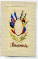 CARTE BRODEE 167  Souvenir  Drapeaux Militaires Alliés Lauriers - Brodées