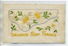 "CARTE BRODEE 210 Pochette Tulle ""Souvenir From France "" Jolies Marguerites  Guerre 1914  Militaria - Brodées"