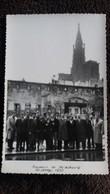 PHOTO STRASBOURG SOUVENIR GROUPE DE PERSONNES CATHEDRALE   ANIMATION 28 29 MAI 1950    FORMAT 13 PAR 8.5 CM - Luoghi