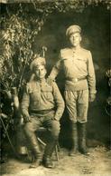 Militaires En Tenue En Intérieur  Carte Photo Annotée Au Verso 1917 - Guerre 1914-18