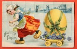 VAJ-37 Heureuses Pâques. Fillette En Sabot Tirant Un Char Avec Oeuf. .Gaufré, Geprägt. Circulé 1910 - Pâques